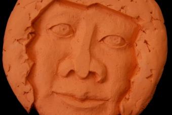 2011 Mayatongesicht Keramik H27cm