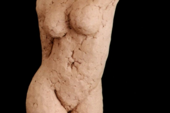 2001 Frau im Gehen Keramik H53cm